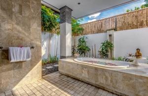 The Residence Seminyak - Villa Jepun - Bathroom one