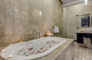 The Residence Seminyak - Villa Jepun - Bathroom two