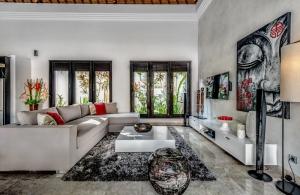 The Residence Seminyak - Villa Jepun - tv in living area