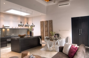 The Residence Seminyak - Villa Lanai - Kitchen & Dining area