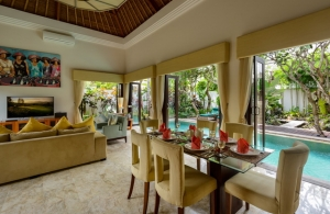 The Residence Seminyak - Villa Siam - Dining & living area