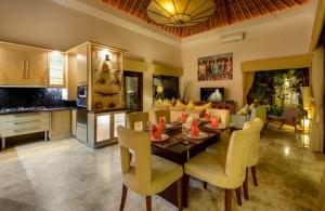 The Residence Seminyak - Villa Siam - Dining & Kitchen